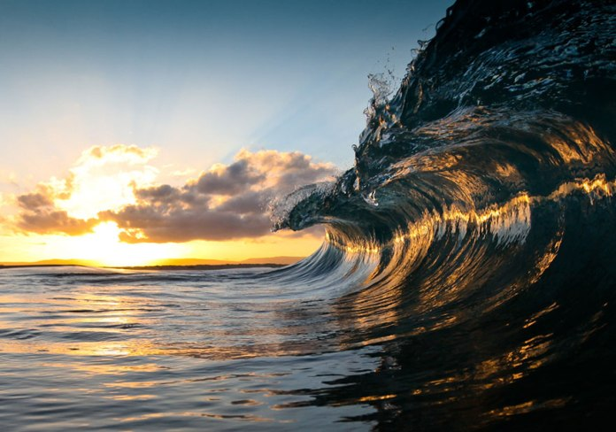 human-ingen-Warren-Keelan-from-Australia-captured-these-beautiful-Ocean-Waves.